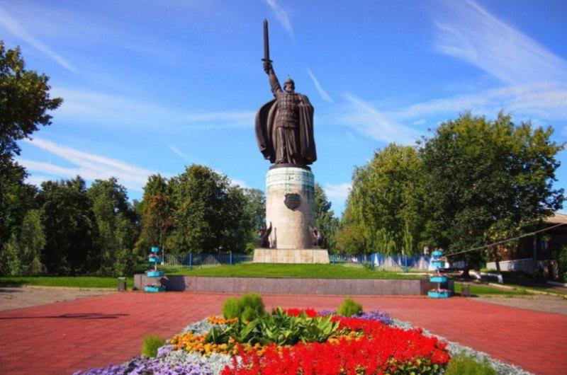 Илья Муромец памятник.jpg
